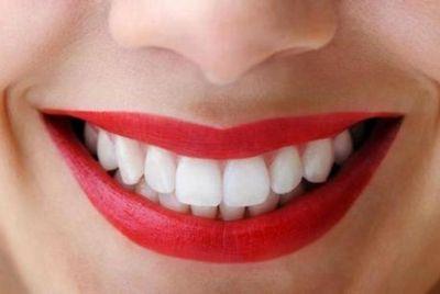 Bagaimana Mengatasi Karies? menyikat gigi Anda
